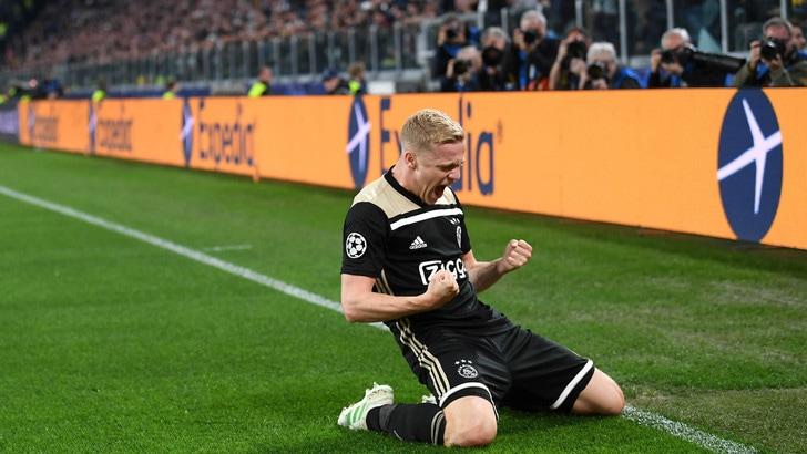 "Marca: ""Accordo Van de Beek-Real Madrid"". I tifosi della Juve: ""Pogba da noi!"""