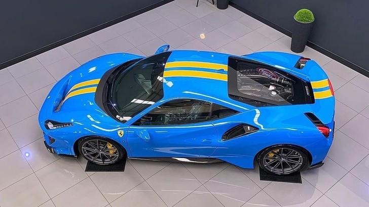 Ferrari 488 Pista, il nuovo colore Azzurro Dino