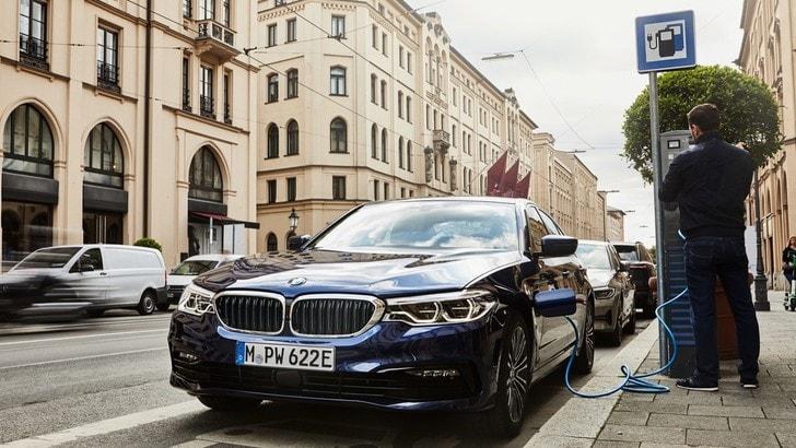 BMW 530e, ecco la trazione integrale per l'ibrida