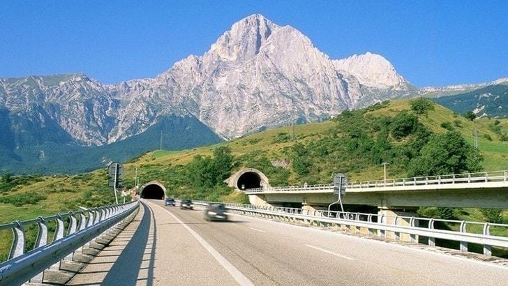 Autostrada A24-A25, previsti aumenti: salta il blocco tariffe