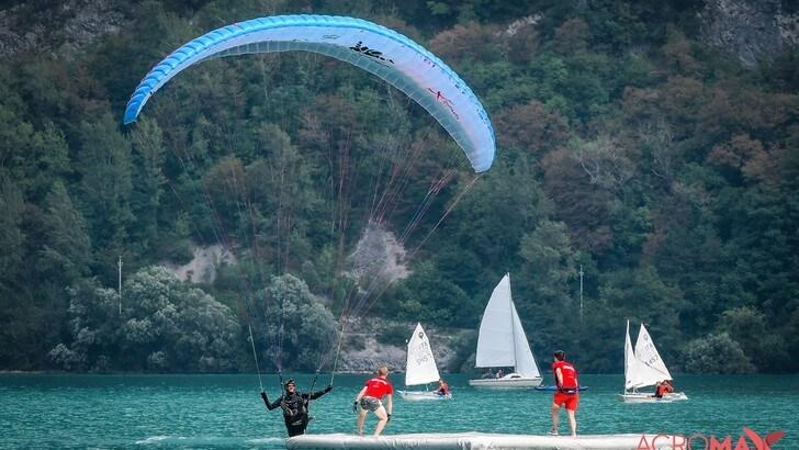 Parapendio acrobatico, la Coppa del Mondo fa tappa in Italia