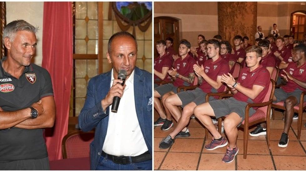Presso il Mont Blanc Hotel di La Salle, Marco Sesia, al primo anno da allenatore degli U19 granata, dichiara: