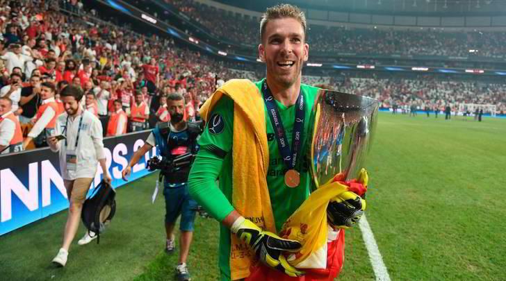 Liverpool, Adrian infortunato da un tifoso!