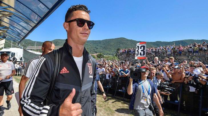 Ronaldo, tifoso coreano fa 7500 km per vederlo