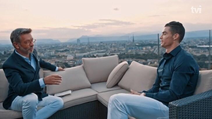 CR7 si fa intervistare da TVI con Torino alle spalle
