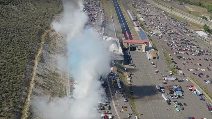 Burnout da Guinnes: 170 auto sgommano all'unisono