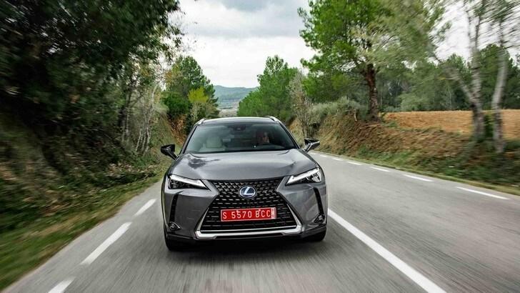 Lexus protagonista alla Biennale di Venezia con 35 auto ufficiali