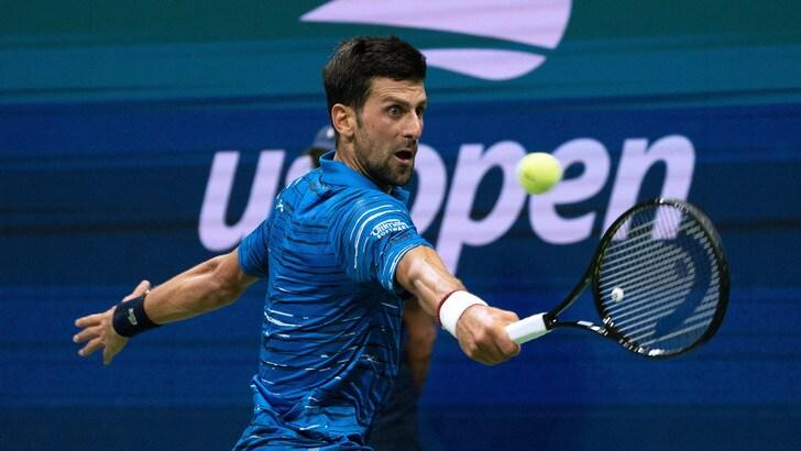 Djokovic si ritira dagli Us Open per un problema alla spalla, Wawrinka ai quarti