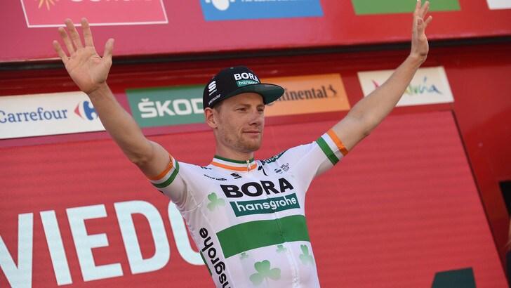 Vuelta, Bennett trionfa nella 14ª tappa. Roglic resta maglia rossa