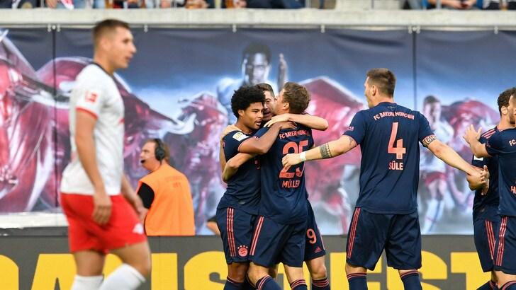 Bundesliga, Bayer Leverkusen travolto dal Dortmund. Pari tra Bayern e Lipsia