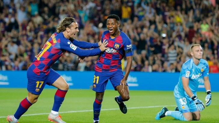 Liga: manita Barcellona, Atletico ko, vittoria con il brivido per il Real