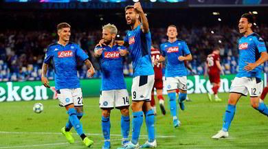 Napoli-Liverpool 2-0: Mertens e Llorente, festa al San Paolo