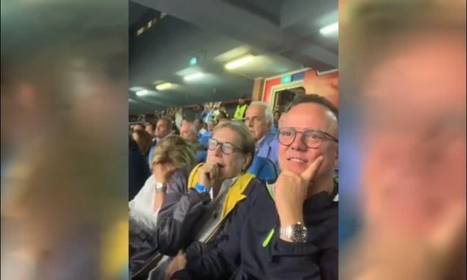 Gigi D'Alessio e Nino D'Angelo esultano al gol di Mertens