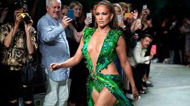Jennifer Lopez incanta Milano con l'abito super sexy