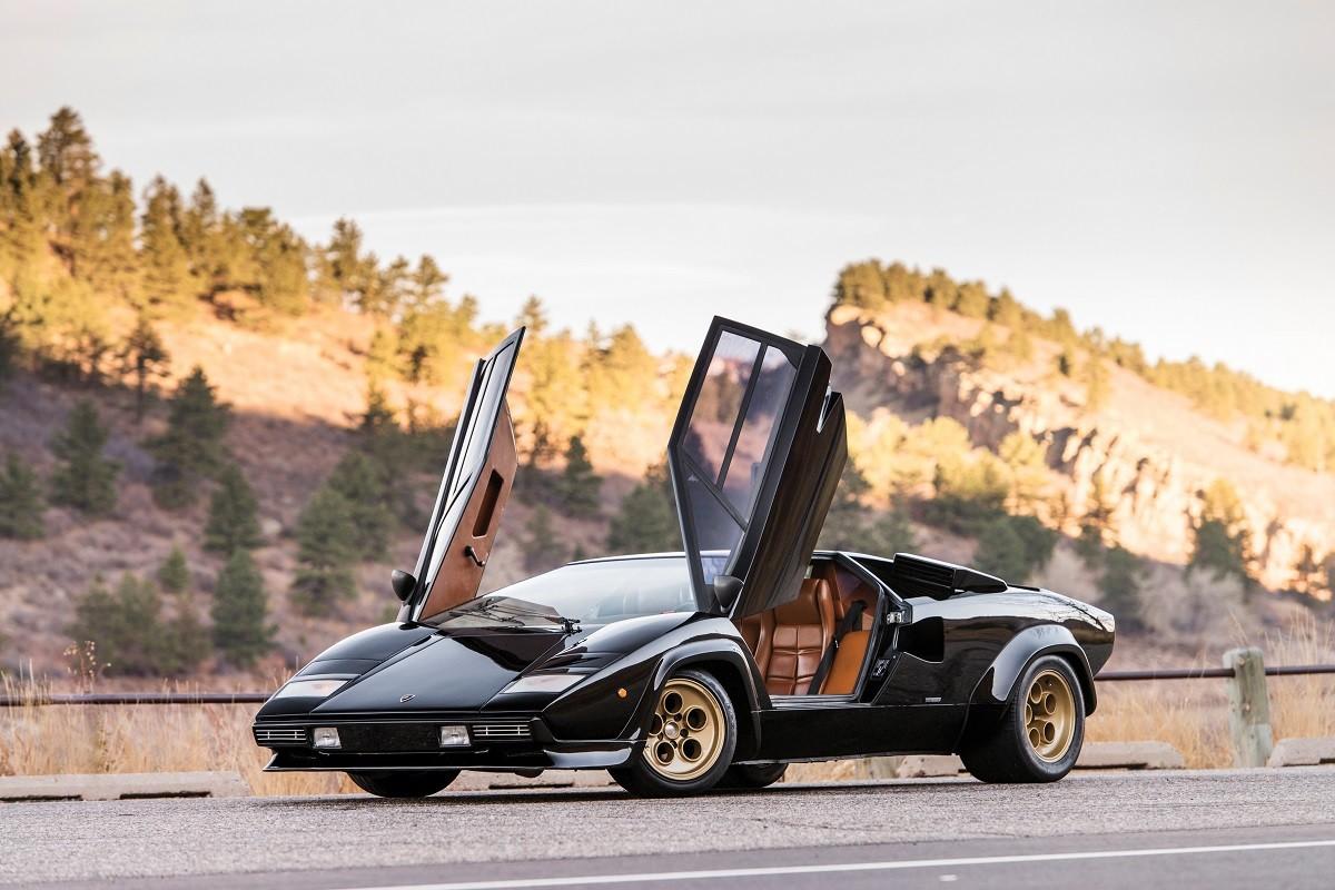 Lamborghini Countach: gli scatti