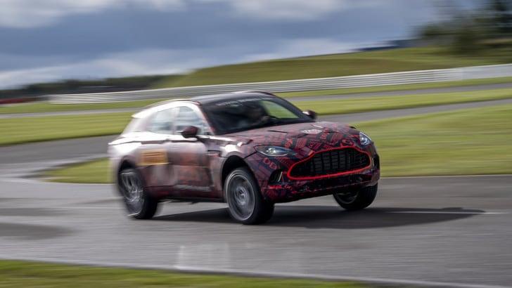 Aston Martin DBX,il V8 si racconta