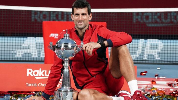 Djokovic trionfa a Tokyo e si aggiudica il 76° torneo in carriera