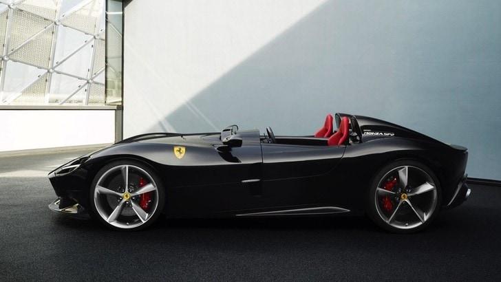 Ibrahimovic, una Ferrari Monza SP2 per festeggiare i 38 anni