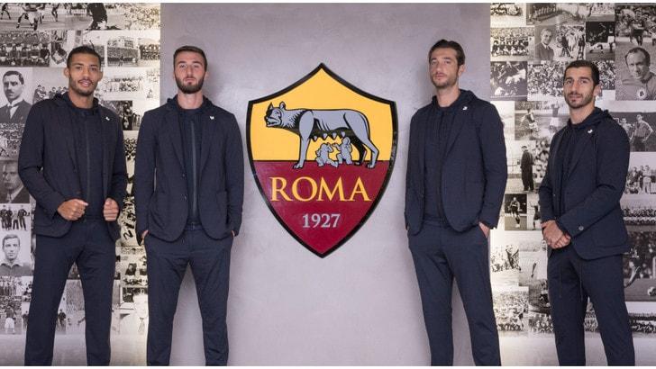 I giocatori della Roma eleganti in Tombolini