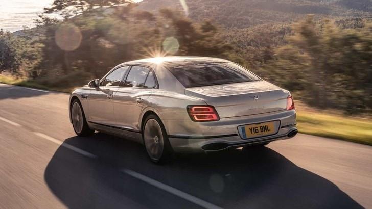 Bentley Flying Spur, nuova versione con le finiture Blackline