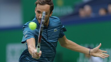 Medvedev batte Tsitsipas e va in finale all'Atp di Shanghai