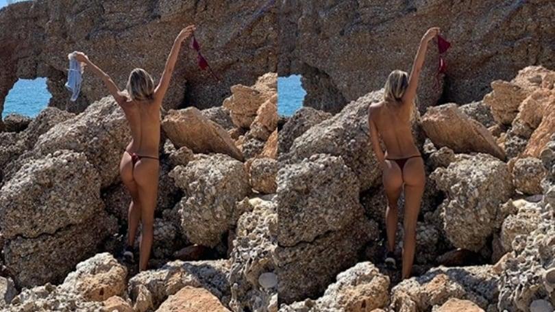 Viky Varga, topless e lato B: social in tilt