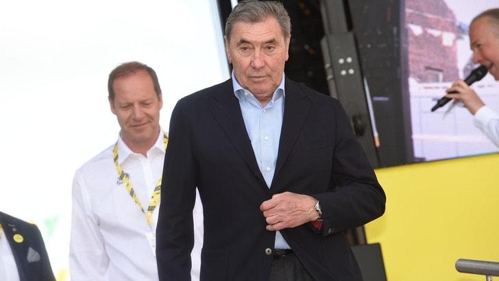 Paura per Merckx: cade in bici e finisce in ospedale