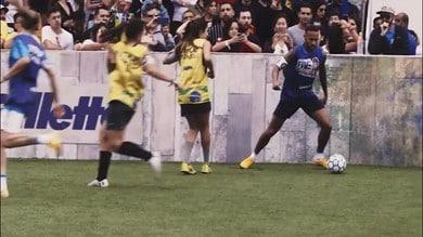 Stop per Neymar, starà fuori per un mese