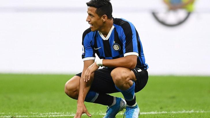 Inter, brutte notizie per Sanchez: lussazione del tendine della caviglia