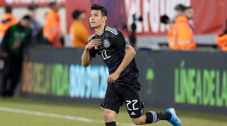 Napoli, infortunio per Lozano: esce in barella contro il Panama