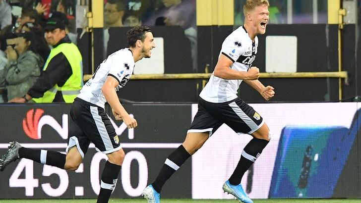 Parma super: 5-1 al Genoa con tripletta di Cornelius. Andreazzoli trema