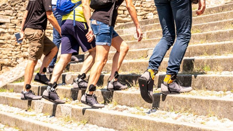 Le scarpe con supporto laterale energizzante si chiamano Grin Shoes