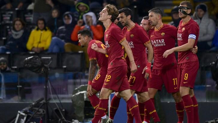 Roma super in dieci uomini, il Cagliari vola. Vince la Fiorentina, pari della Samp