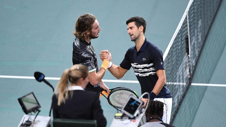 Djokovic annienta Tsitsipas e va in semifinale a Parigi-Bercy
