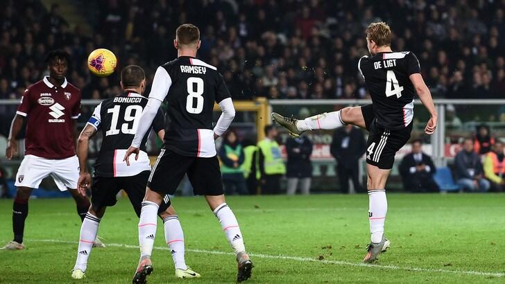 """Juve, De Ligt: """"Il tocco di mano? Con le braccia strette non è mai rigore"""""""