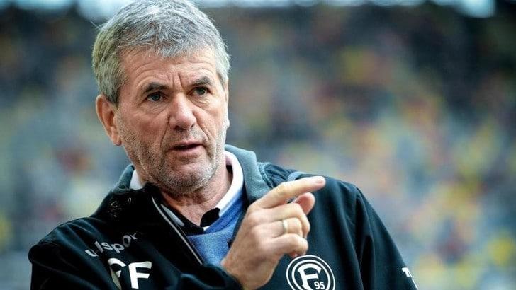 Bundesliga, vittorie di Schalke 04 e Fortuna Düsseldorf: autogol di Lichtsteiner