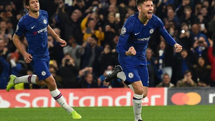 Spettacolare 4-4 tra Chelsea e Ajax, doppio Jorginho. Stop Barcellona, vince il Liverpool