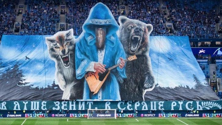 Zenit ko in Champions ma la curva vince: coreografia da applausi
