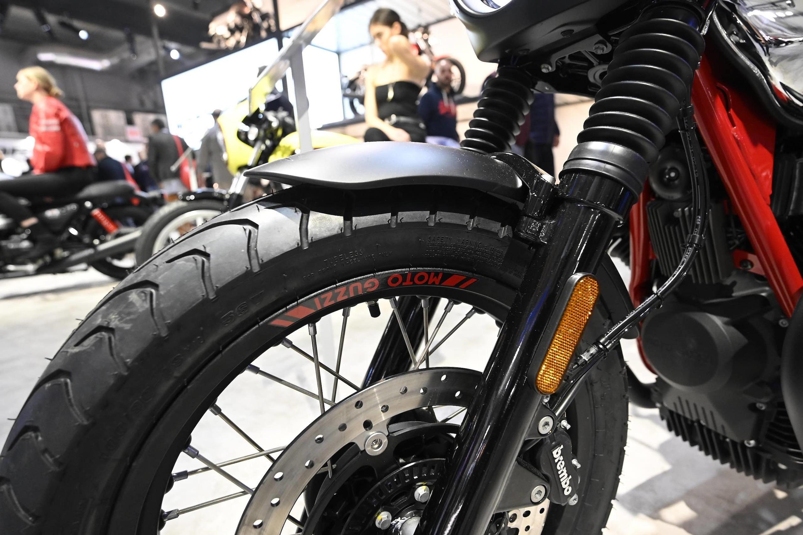 Moto Guzzi brilla con V85 TT e V7 Special a EICMA 2019: gli scatti