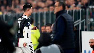 Ronaldo sostituito da Dybala, va diretto negli spogliatoi