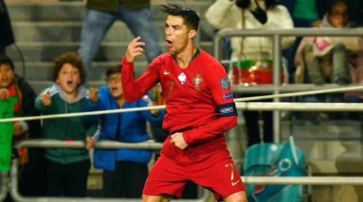 Cristiano Ronaldo torna a splendere col Portogallo: che tripletta alla Lituania!