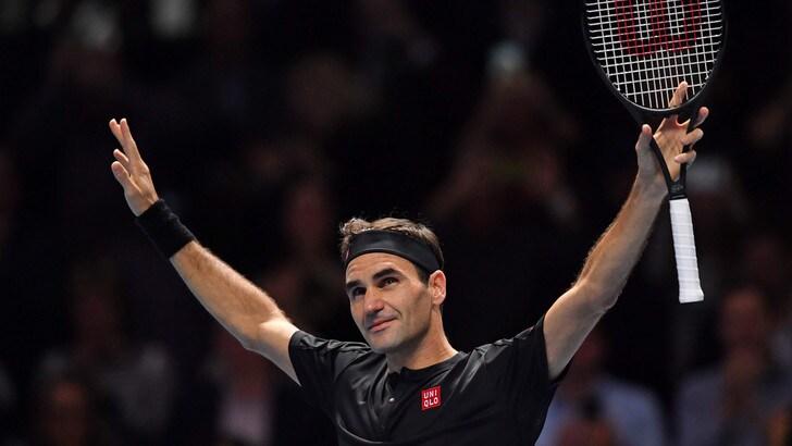 Federer vola in semifinale delle Atp Finals: Djokovic sconfitto 6-4 6-3