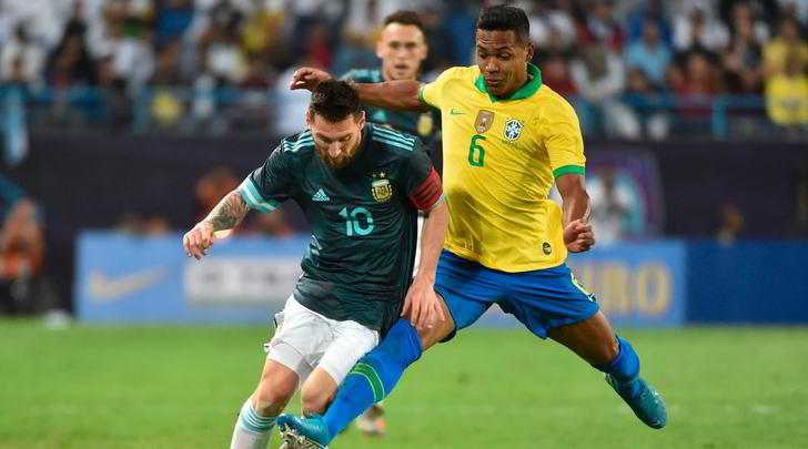 Juve, si ferma Alex Sandro: infortunio muscolare con il Brasile