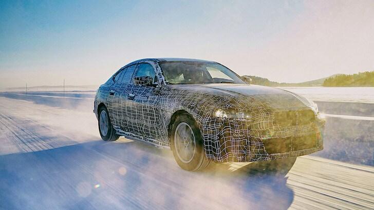 BMW i4, caratteristiche e dettagli dell'elettrica in uscita nel 2021