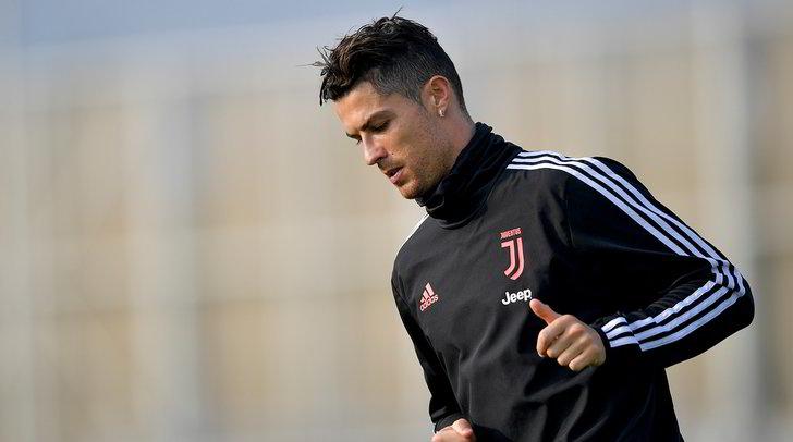 Juve, Ronaldo è alla Continassa: confronto con Sarri e la squadra