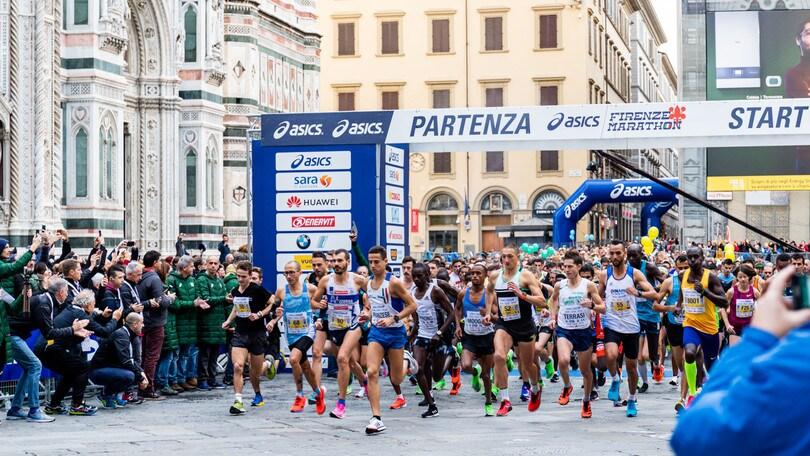 Elisa Stefani e la debuttante inglese Piasecki danno spettacolo all'Asics Firenze Marathon