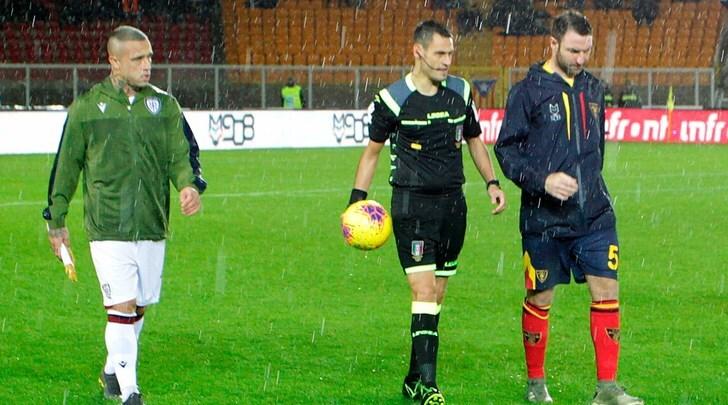 Lecce-Cagliari rinviata per la pioggia: si gioca domani alle 15