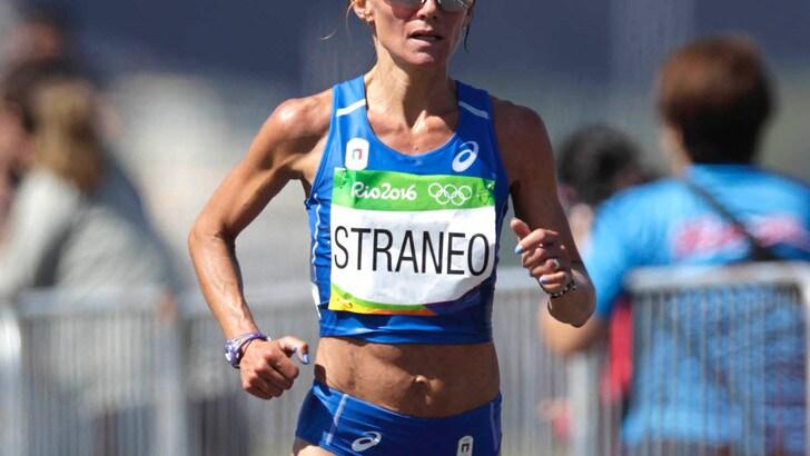 L'azzurra Valeria Straneo rientra con 2:30:43. Cheptegei record