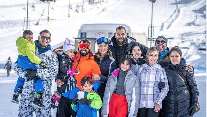 Il Toro delle nevi: Rincon porta la famiglia a Prato Nevoso