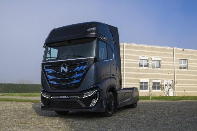 Nikola Tre, il primo camion elettrico in Europa: gli scatti